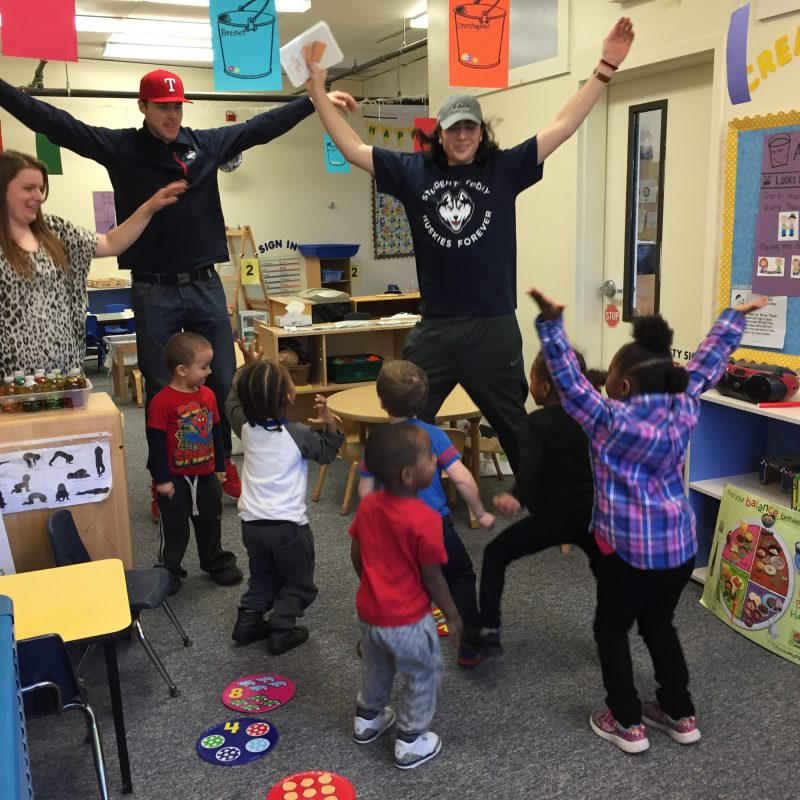 Husky Reads Students with Kids